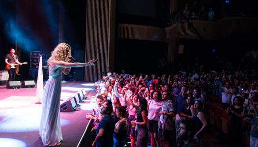 Joss Stone konserini iptal etmeyerek 2016 yılına iz bıraktı.